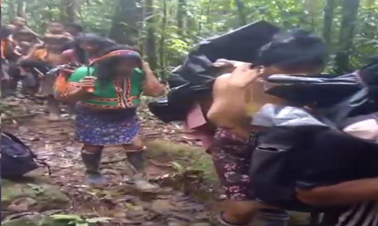 En fila por temor a las minas y amenazas salen desplazadas 48 familias indígenas en Murindó, Antioquia
