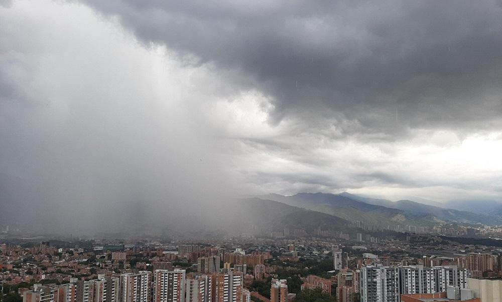 Prepare el paraguas porque este viernes será pasado por agua en Medellín