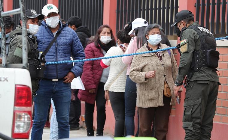 Siete estudiantes mueren al caer de un cuarto piso en una universidad boliviana