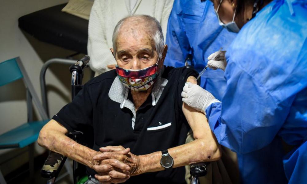 En Medellín 14.401 adultos mayores han sido vacunados con la dosis de Sinovac