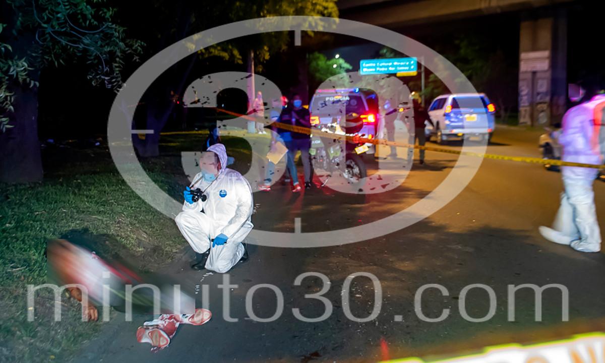 [Fotos] Por el Parque Norte hallaron un cadáver, al parecer lo arrojaron de vehículo