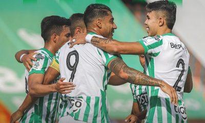 Atletico Nacional celebra gol con Jefferson Duque y Nicolas Hernadez