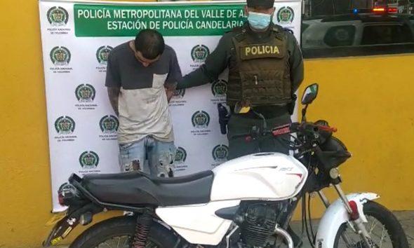 En La Candelaria 'agarraron' a este sujeto que se movilizaba en una moto robada minutos antes