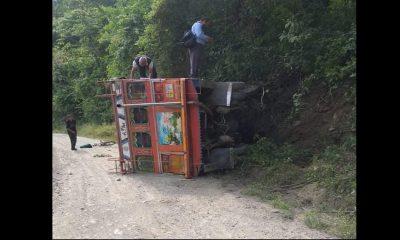 ¡Terrible! Se volcó una 'Chiva' en Liborina, hay varios heridos