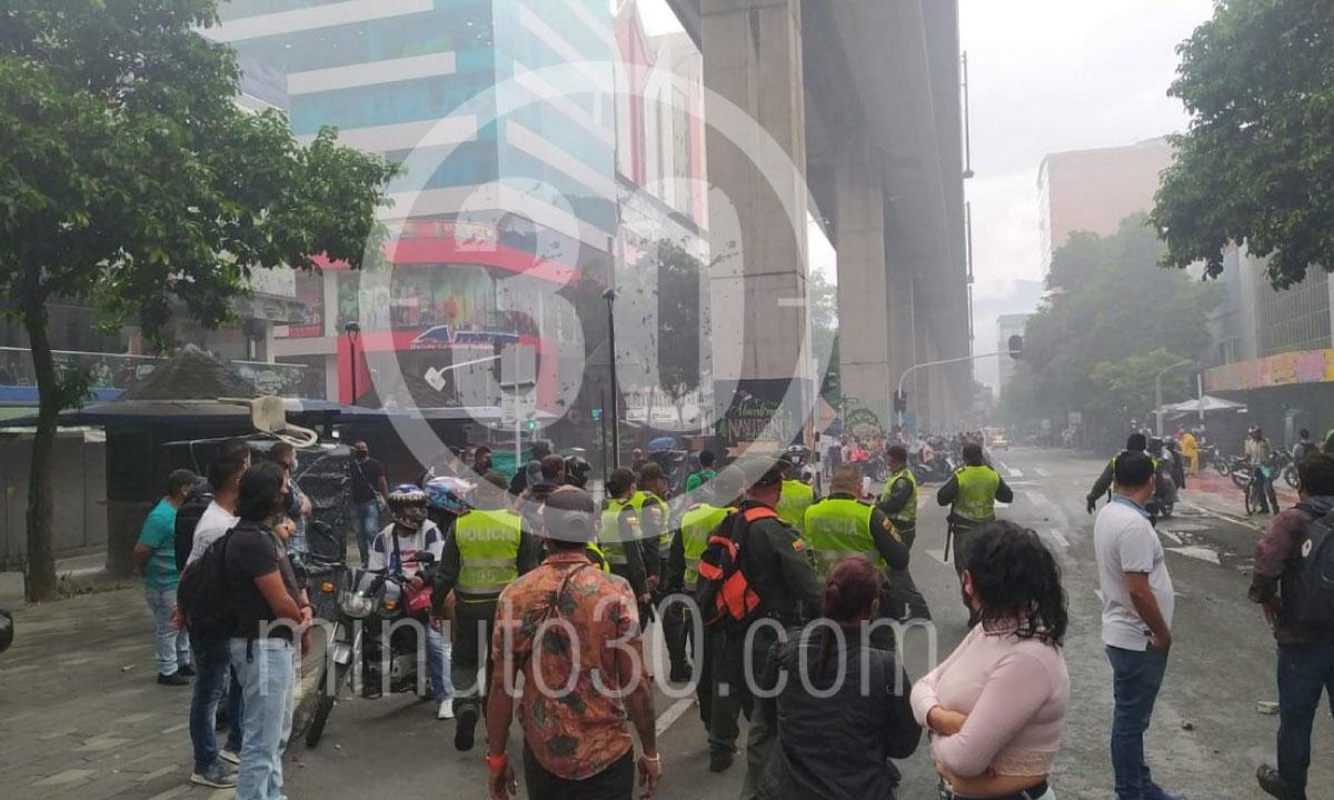 Multiples saqueos 300 grafitis y motos quemadas balance del paro en Medellin 1
