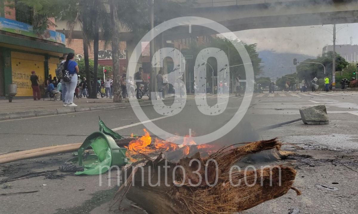 Multiples saqueos 300 grafitis y motos quemadas balance del paro en Medellin 2