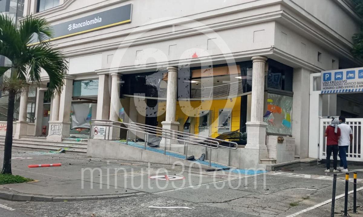 Multiples saqueos 300 grafitis y motos quemadas balance del paro en Medellin 3