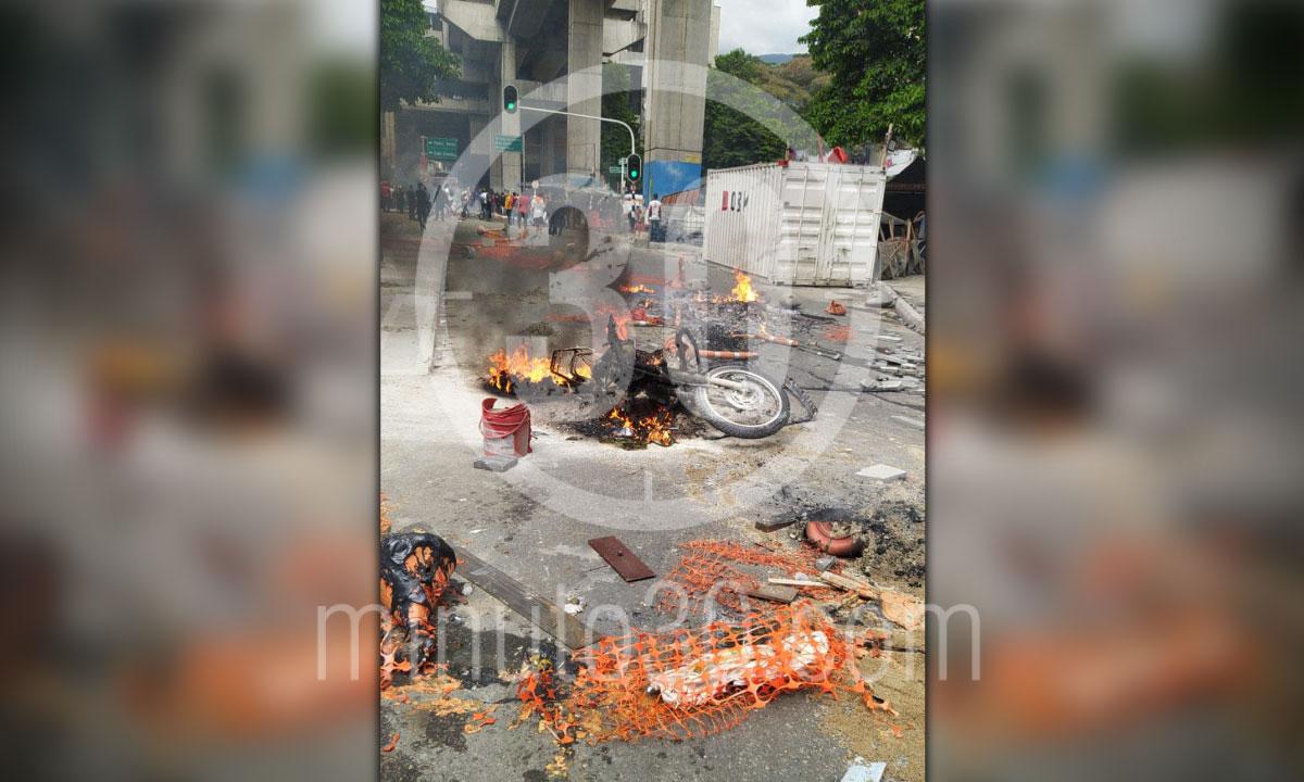 Multiples saqueos 300 grafitis y motos quemadas balance del paro en Medellin 4