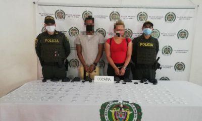 Pillaron a esta 'parejita' de extranjeros con más de 600 dosis de cocaína