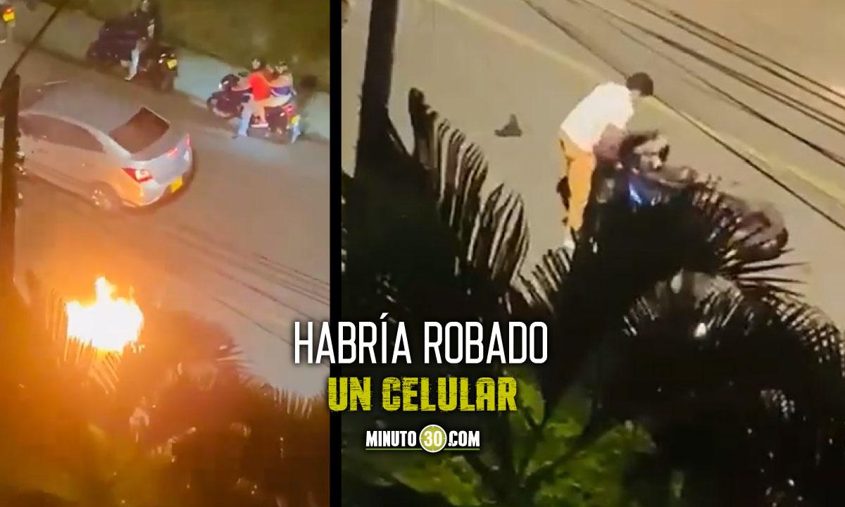 [Video] Ciudadanos alcanzaron a un presunto ladrón y le quemaron la moto