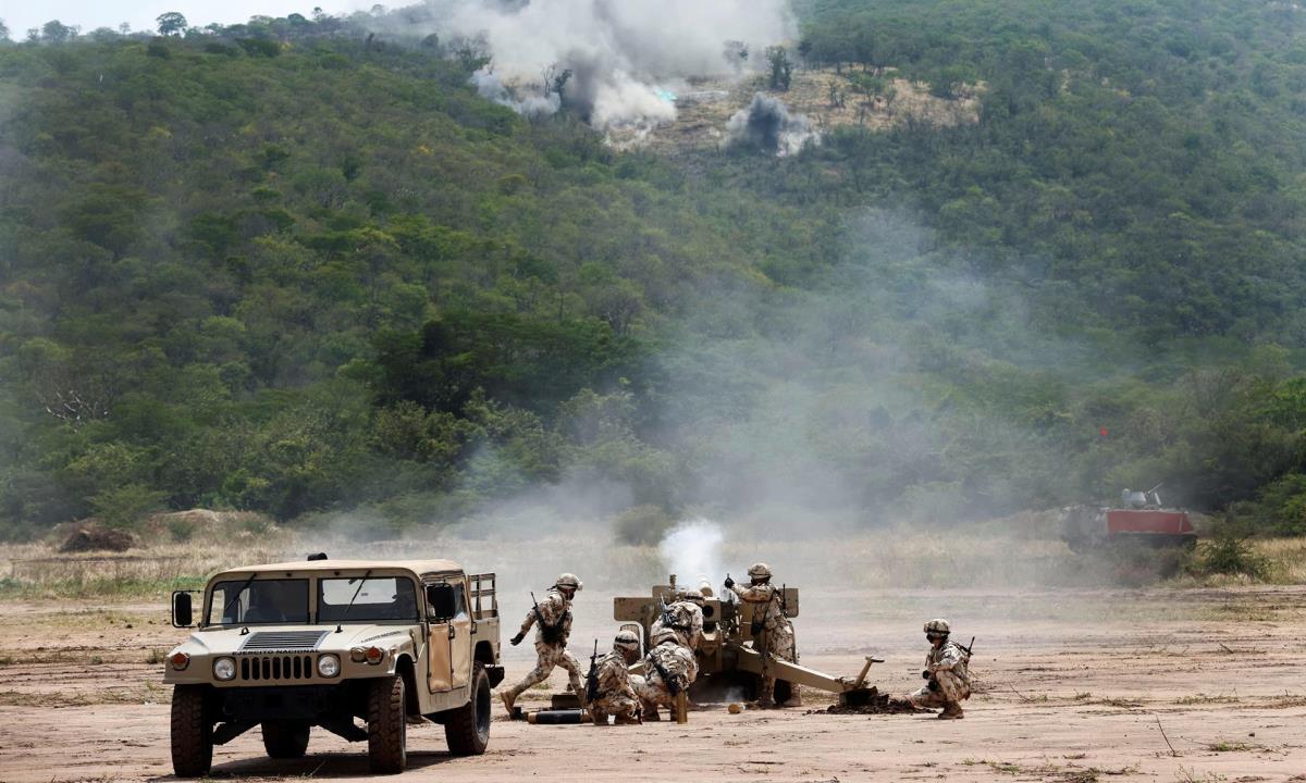 Soldados colombianos fueron registrados este sábado, durante unos ejercicios militares en el Cantón Militar de Buenavista, en La Guajira (Colombia). EFE/Mauricio Dueñas Castañeda