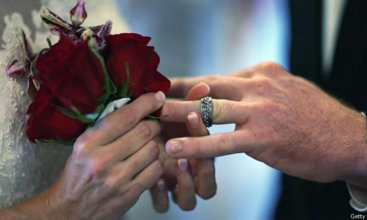 empleado-se caso cuatro veces y se divorcio tres