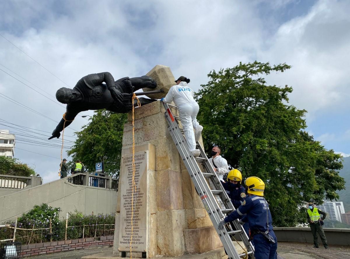 estatua cali1