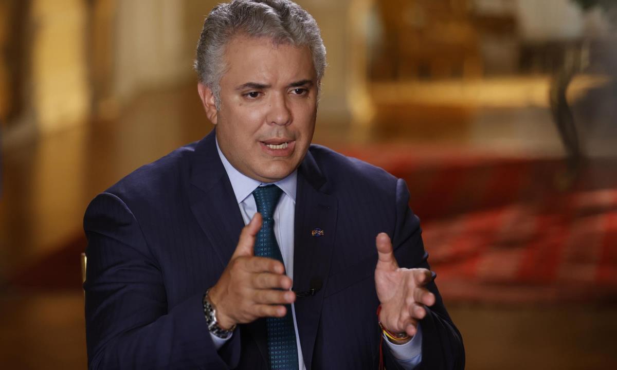 El presidente de Colombia, Iván Duque, habla durante una entrevista con Efe en Palacio de Nariño, el 19 de abril de 2021 en Bogotá (Colombia). EFE/ Mauricio Dueñas Castañeda