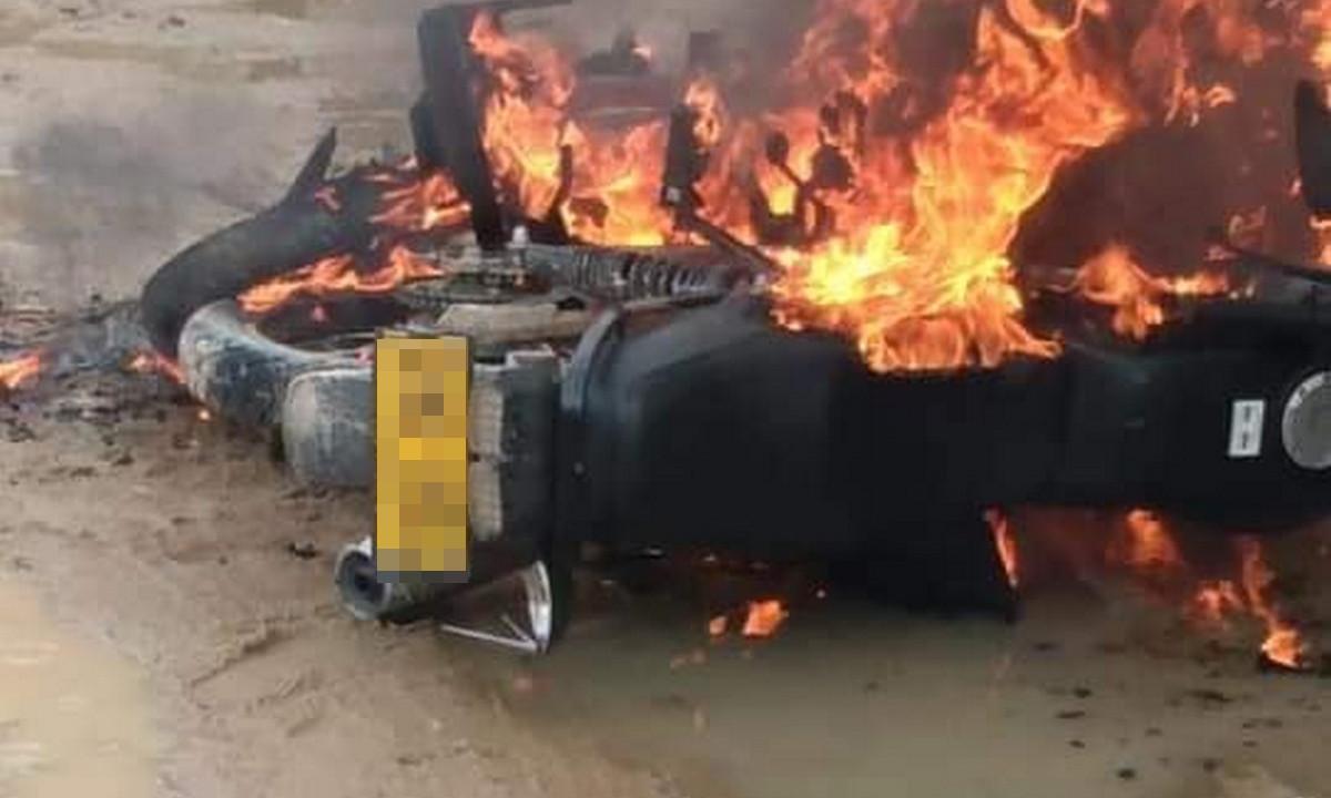 Le quemaron la moto a presunto ladrón