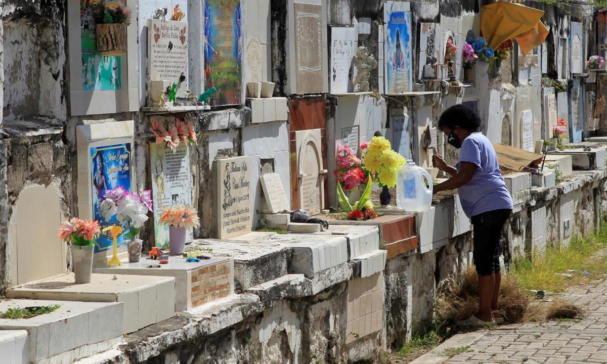 En Barranquilla ha sido particularmente fuerte este tercer pico de la pandemia ya que en los últimos 54 días murió el 36 % de todas las víctimas de la covid-19 en la ciudad. EFE/Ricardo Maldonado Rozo/Archivo