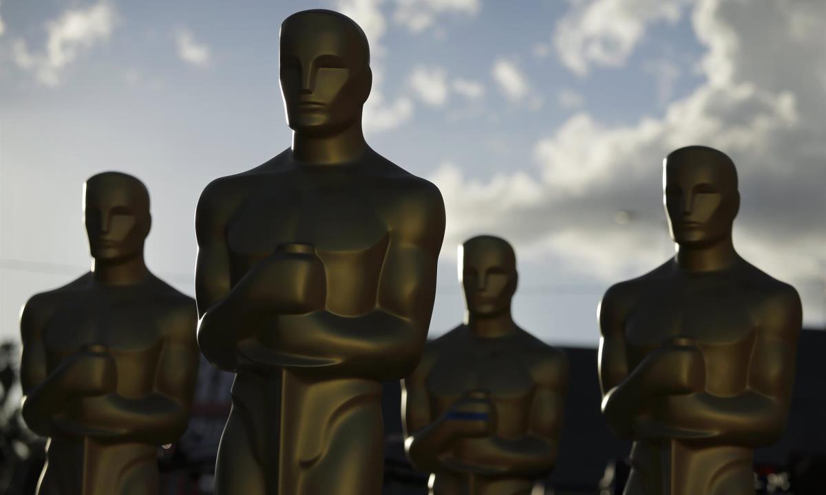 Estatuas de los Oscar durante los preparativos para la entrega de los Premios de la Academia en Hollywood. EFE/PAUL BUCK/ Archivo