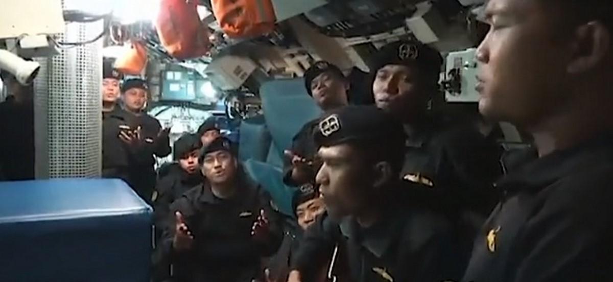 tripulantes cantando2 submarino 1