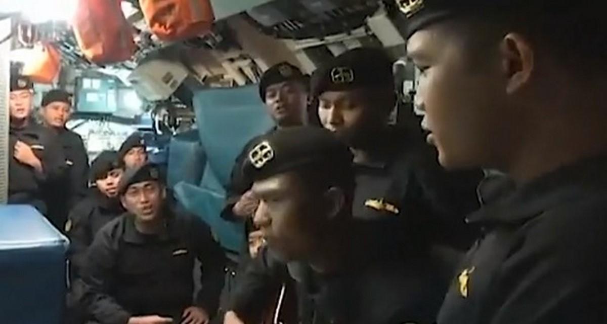 tripulantes cantando2 submarino 2