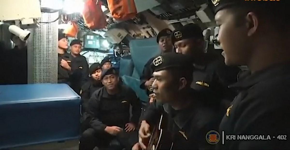 tripulantes cantando2 submarino 3