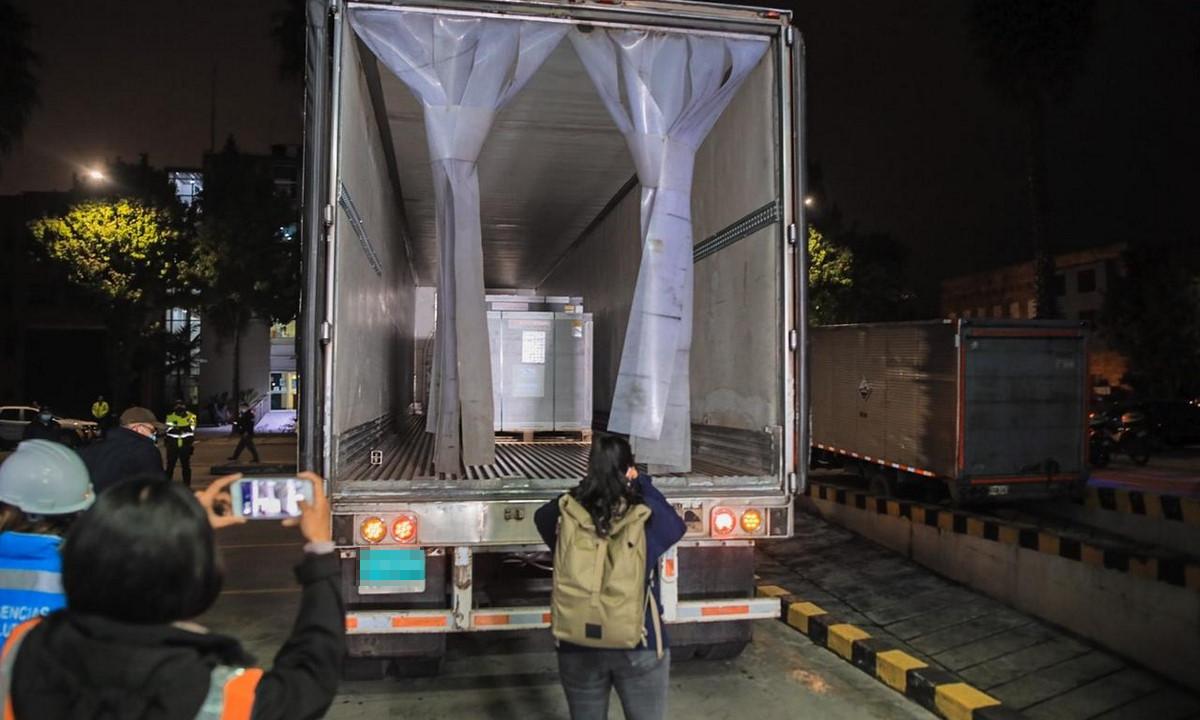 Esta madrugada llegaron a Colombia 912.000 dosis de vacunas de AstraZeneca
