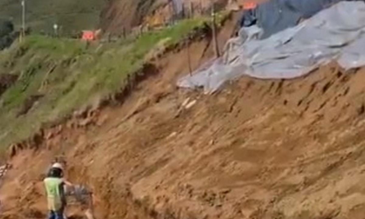 Muro de contención en vía La Ceja-Abejorral