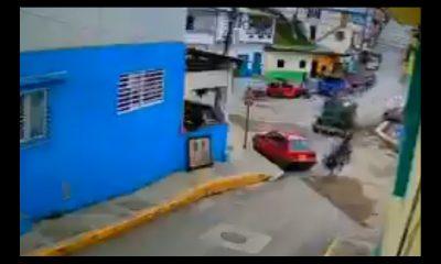 [Video] ¡Impactante! Camioneta se queda sin frenos y chocó otro vehículo