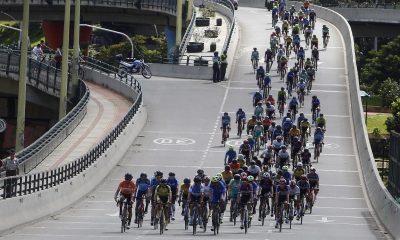 Fotografía de archivo de ciclistas que compiten durante la Vuelta a Colombia 2020. EFE/Luis Eduardo Noriega A./Archivo