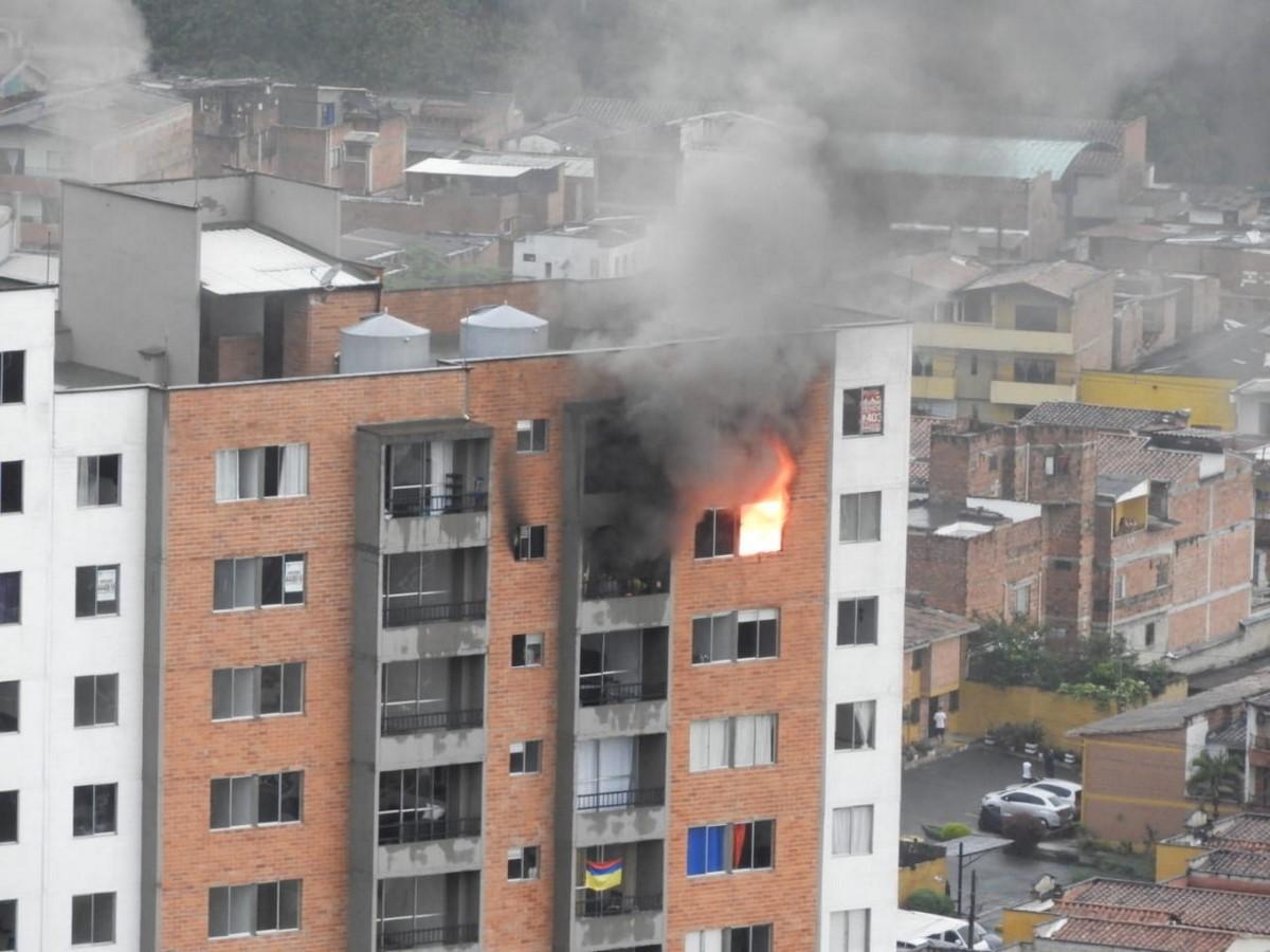 Incendio en un apartamento en Itagui, ya evacuaron todo el edificio