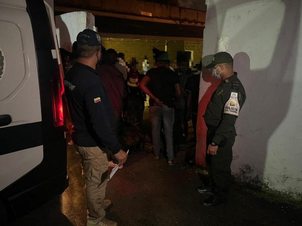 160521 Detectado bus con migrantes 1