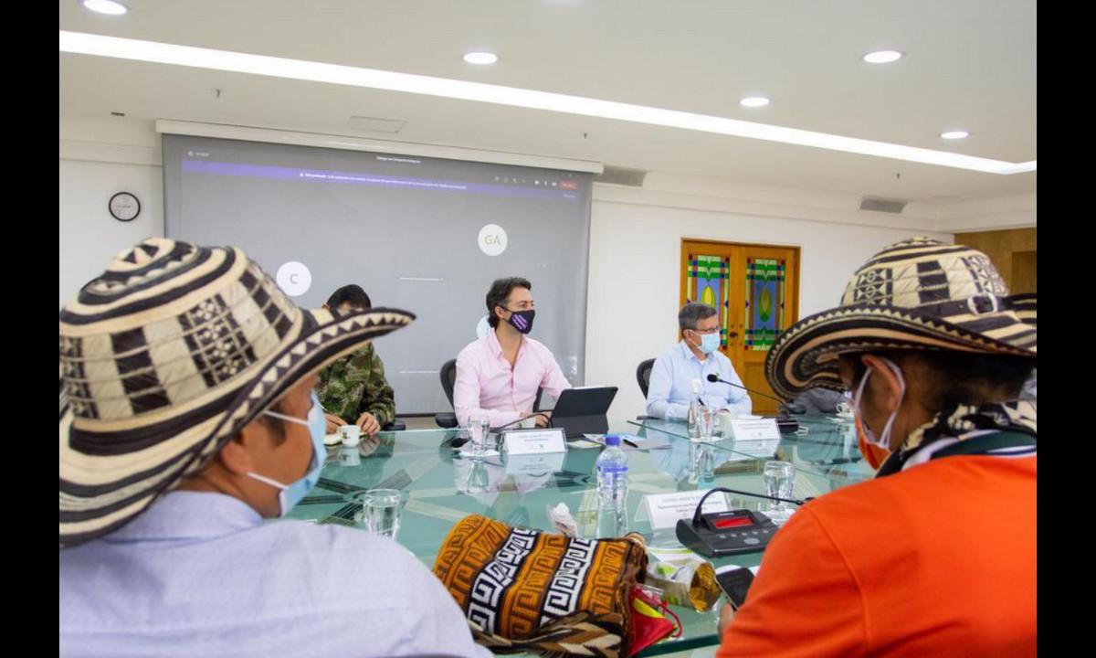 Alcalde de Medellín escuchó a los delegados de los indígenas que participan en la Minga