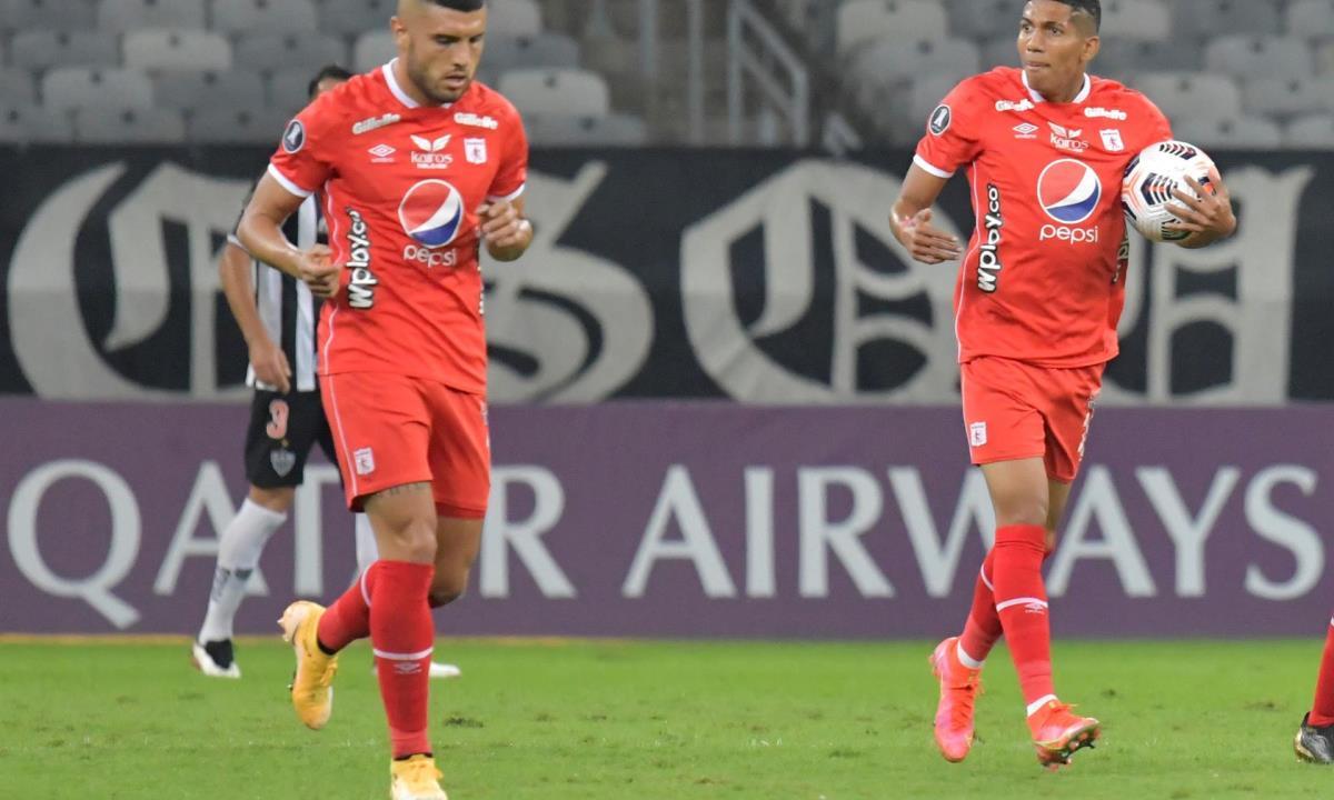 Luis Sánchez (d) de América celebra un gol, el 27 de abril de 2021. EFE/Washington Alves/POOL/Archivo