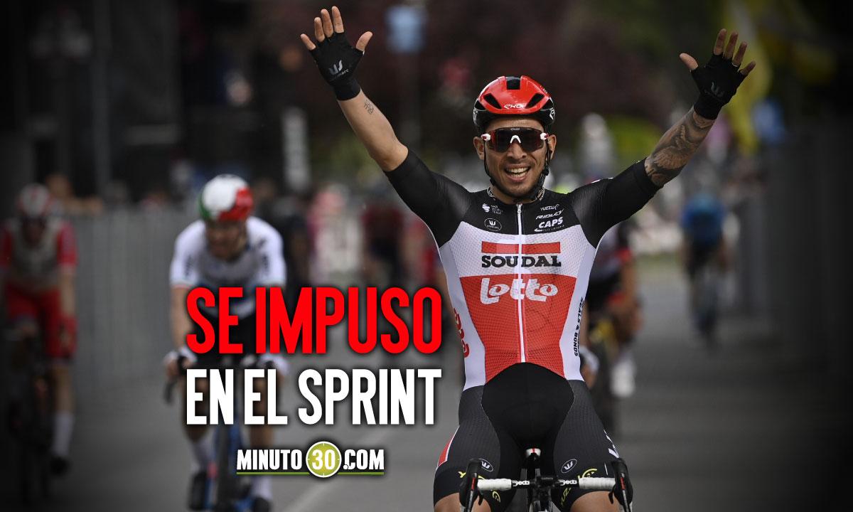 Caleb Ewan gano etapa 5 del Giro de Italia que mantuvo a Alessandro De Marchi lider