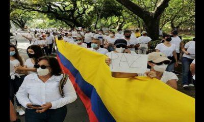 Caleños salieron a las calles vestidos de blanco a protestar, rechazaron la violencia y los bloqueos
