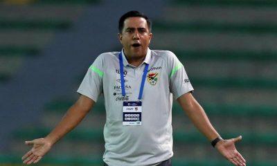 El entrenador de Bolivia Cesar Farias dirige un partido en el Torneo Preolímpico Sudamericano Sub23 entre Bolivia y Perú, el 31 de enero de 2020 en el estadio Centenario en Armenia (Colombia). EFE/Ernesto Guzmán Jr./Archivo