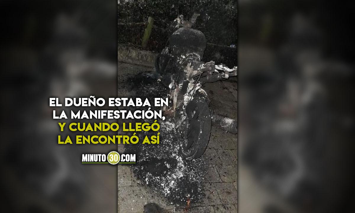 Denuncian que la moto la quemaron durante las marchas de ayer en Medellín