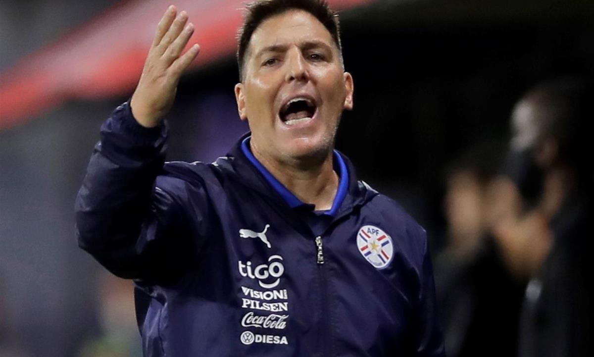 A 28 días del debut en la Copa América de la selección de Paraguay frente a la de Bolivia, el seleccionador Eduardo Berrizo baraja sus cartas en busca de un juego ganador. EFE/Juan Ignacio Roncoroni POOL