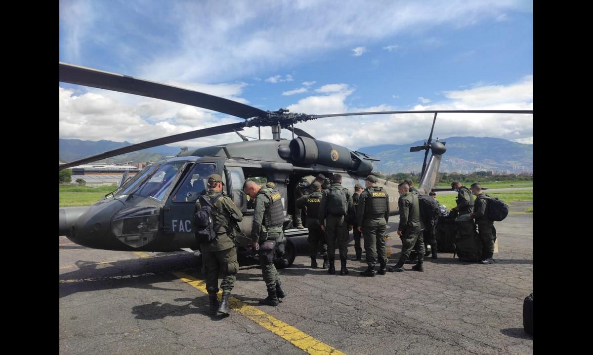 Fuerza Aérea transporta policías a algunos sectores de Antioquia para fortalecer la seguridad durante las manifestaciones