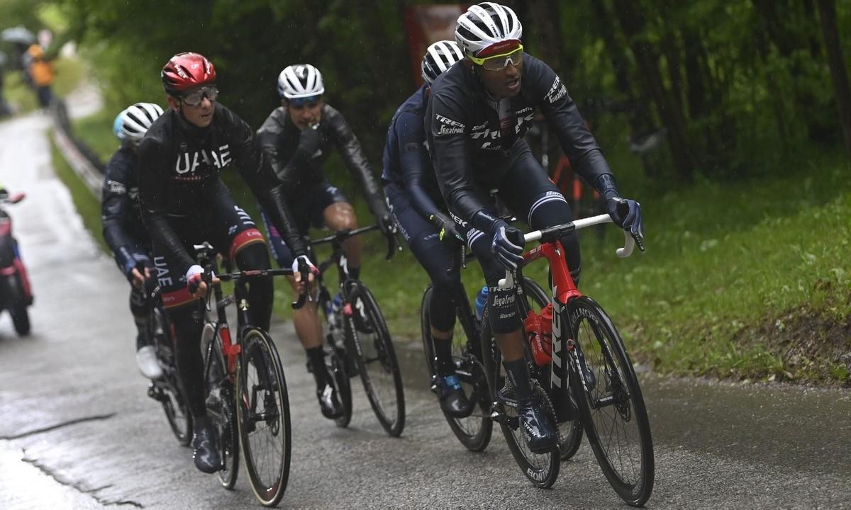 Giro de Italia ciclismo en lluvia