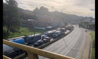 Por manifestación hay cierre total en la vía Medellín - Bogotá a la altura de Guarne
