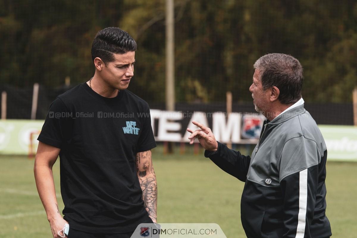 James Rodriguez visito el entrenamiento del Medellin 1