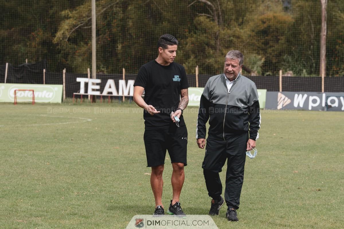 James Rodriguez visito el entrenamiento del Medellin 2