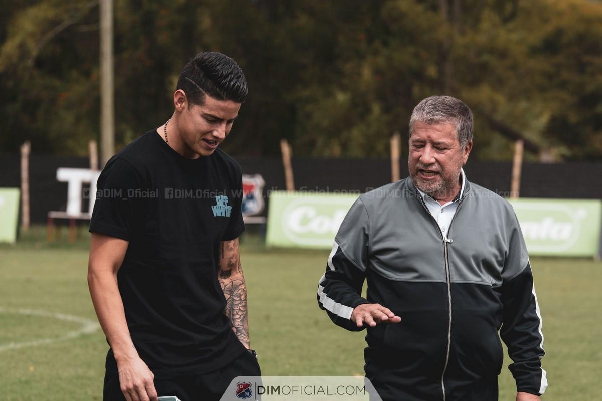 James Rodriguez visito el entrenamiento del Medellin 4
