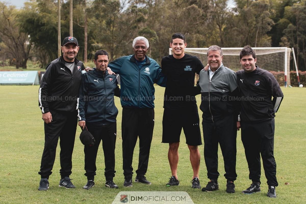 James Rodriguez visito el entrenamiento del Medellin 5