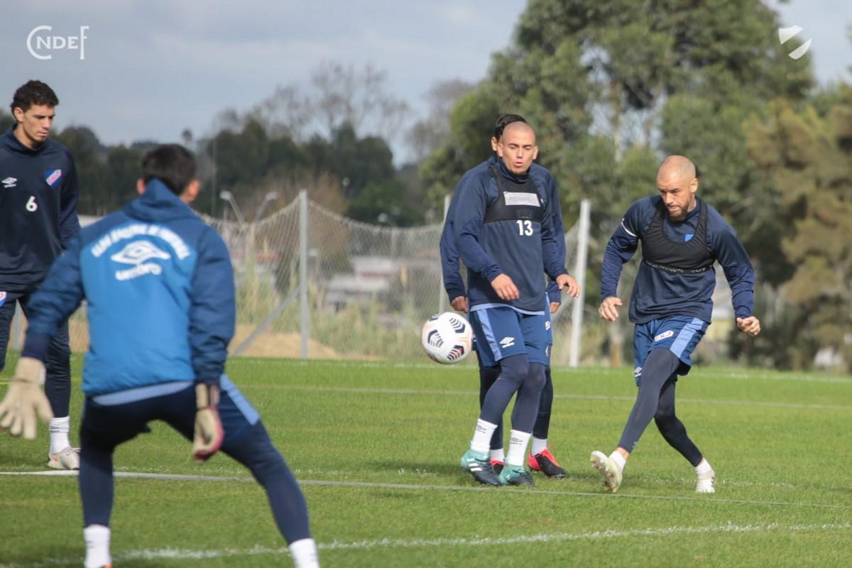 Nacional de Uruguay ya esta en Pereira para enfrentar a Atletico Nacional 9