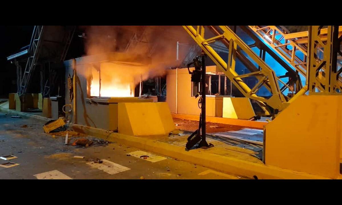 Video: Momento en el que manifestantes destruyen peaje en Urabá
