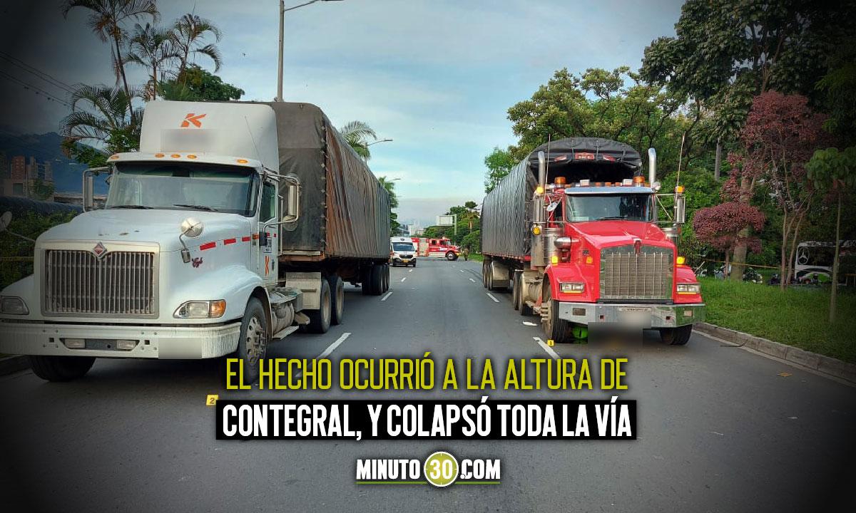 Que tristeza Motociclista quedo debajo de un camion y murio en La Regional