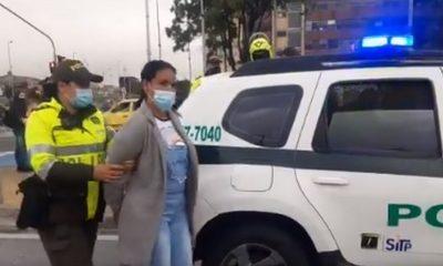 Capturada por robarle el celular a hombre en el TransMilenio