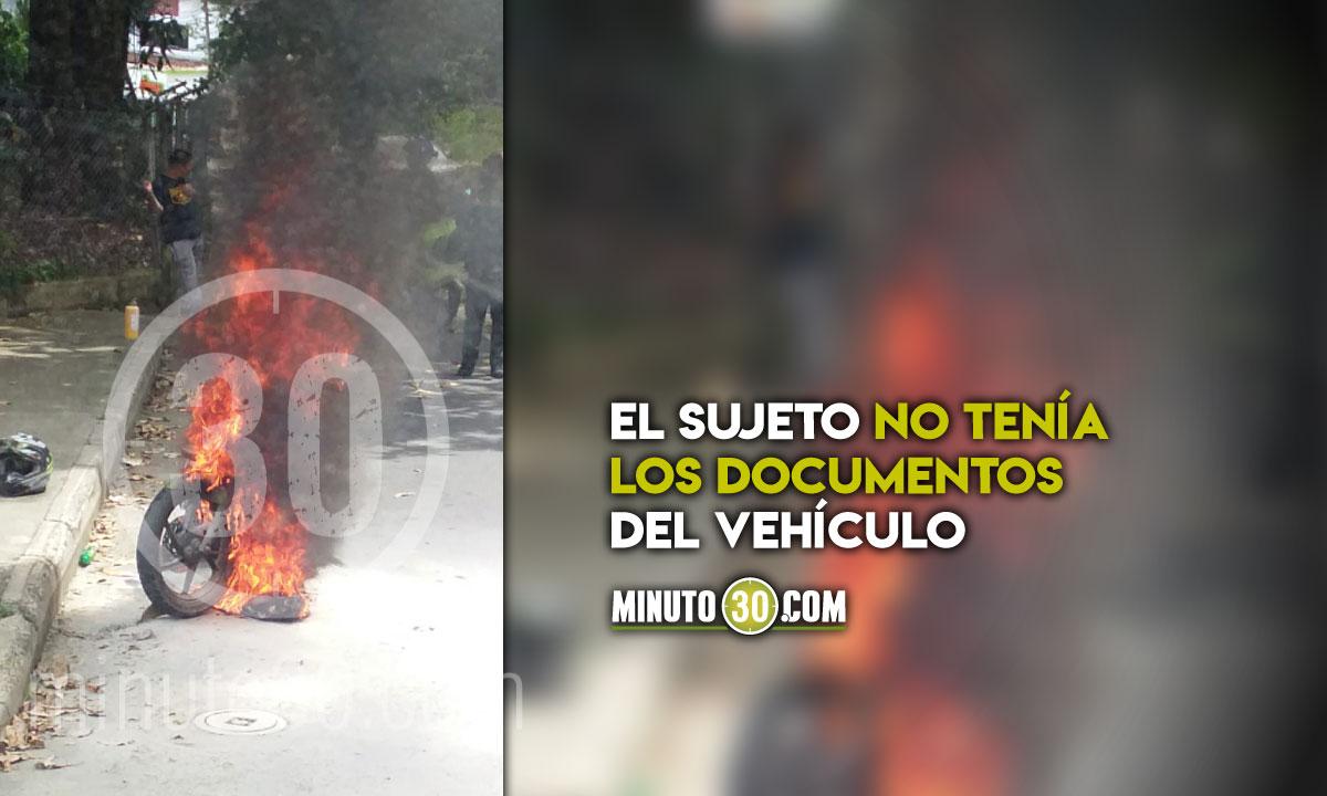 hombre prendio en llamas su moto