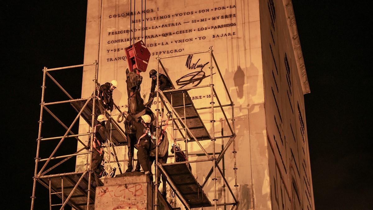 monumento de los heroes en bogota 3